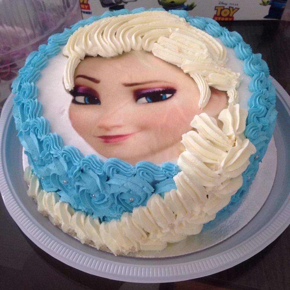 Bolo pão de ló sem glúten tema Elsa