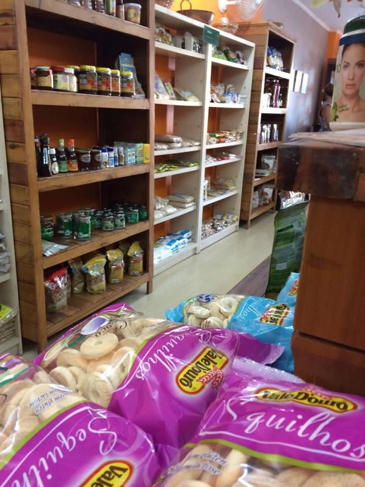 Loja de produtos sem glúten - Além do Natural - prateleira produtos naturais