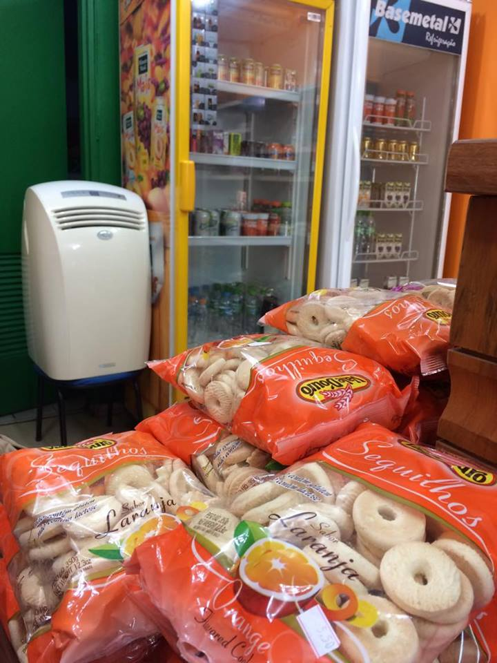 Loja de produtos sem glúten - Além do Natural - prateleira biscoitos