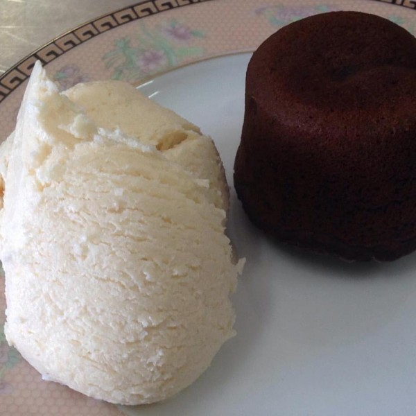 Cucina Sem Glúten Petit Gateau de menta com sorvete de creme sem glúten e lactose