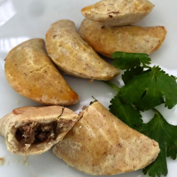Maria Cozinha Mini empanadas de carne e espinafre sem glúten