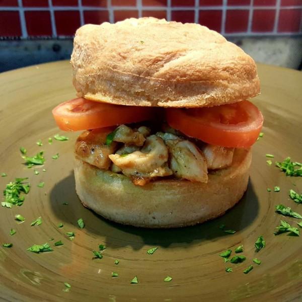 NCG - Sabor DE Saúde: Hambúrguer de frango sem glúten / leite. Não contém glúten