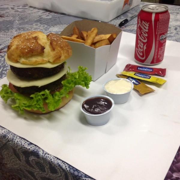 Maroto Hamburgueria, hamburgueria com opção sem glúten, hambúrgão com batata frita sem glúten