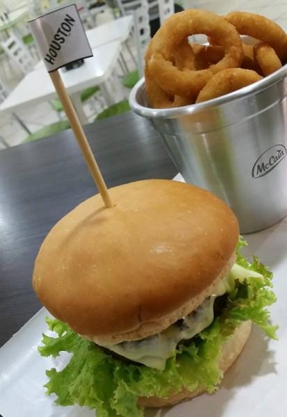 Maroto Hamburgueria, hamburgueria com opção sem glúten, hambúrgão com anéis de cebola sem glúten