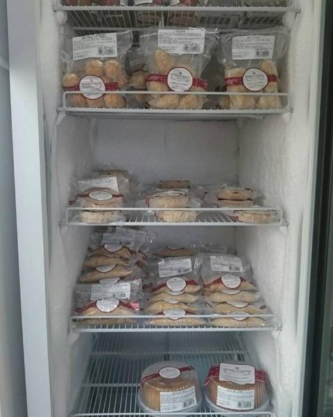 Nosso Canto Quitutes Artesanais, lanchonete sem glúten em Salvador freezer com produtos sem glúten