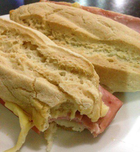 NCG.org – DELÍCIAS DA RAFA;Pão com presunto e queijo sem glúten. Não contém glúten