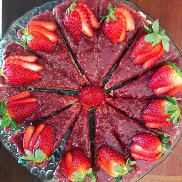 Carolitas e Nutri Tice Café Saudável Cheesecake de morango sem glúten