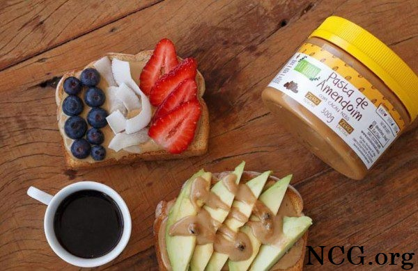 Toasts com pasta de amendoim sem gluten - Padaria sem gluten em Jardim Camburi (ES) Artezanal - Não Contém Gluten