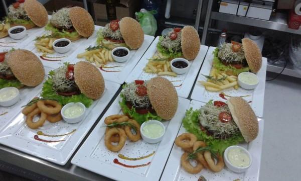 Curso de culinária sem glúten em Santa Catarina (SC) - Espaço Brasil Sem Glúten - Hamburguer sem glúten. NCG.org