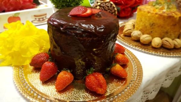 NCG - BOLO Do BEM: Bolo de morango com chocolate sem glúten / lactose. Não contém glúten