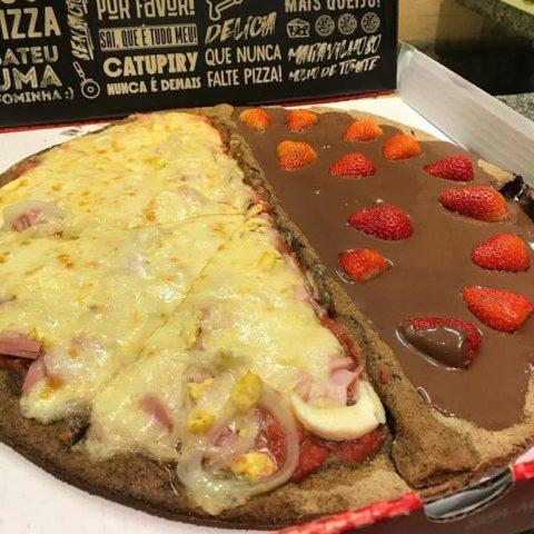 NCG - Pizza For Fun: Low Carb: 1/2 Portuguesa e 1/2 Creme Avelã com Cacau Chocolife + Morango sem Glúten. Não Contém Glúten