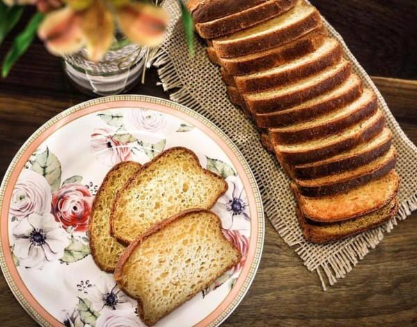 Carolitas e Nutri Tice Café Saudável Pão caseiro sem glúten