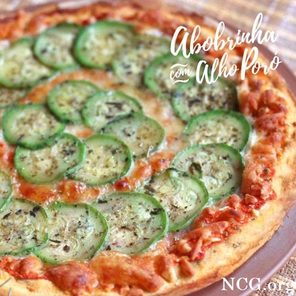Pizza de abobrinha com alho poró sem gluten - Pizzaria sem gluten e sem lactose em Brasília (DF) Pinoli - Não Contém Gluten