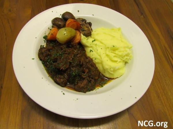 Restaurante sem glúten em São Paulo (SP) - Esquina 33 - Beef Bourguignon sem glúten. NCG.org